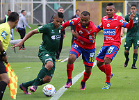 BOGOTA - COLOMBIA - 15 - 07 - 2017: Diego Valoyes (Izq.) jugador de La Equidad disputa el balón con  Luis Payares (Der.) jugador de Deportivo Pasto, durante partido entre La Equidad y Deportivo Pasto,  por la fecha 2 de la Liga Aguila II-2017, jugado en el estadio Metropolitano de Techo de la ciudad de Bogota. / Diego Valoyes (L) player of La Equidad vies for the ball with  Luis Payares (R) player of Deportivo Pasto, during a match between La Equidad and Deportivo Pasto, for the  date 2nd of the Liga Aguila II-2017 at the Metropolitano de Techo Stadium in Bogota city, Photo: VizzorImage  /Felipe Caicedo / Staff.