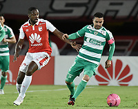 BOGOTÁ - COLOMBIA, 20-10-2018: Leyvin Balanta (Izq.) jugador de Santa Fe disputa el balón con Stalin Motta (Der.) jugador de Equidad durante el encuentro entre Independiente Santa Fe y La Equidad por la fecha 16 de la Liga Águila II 2018 jugado en el estadio Nemesio Camacho El Campin de la ciudad de Bogotá. / Leyvin Balanta (L) player of Santa Fe struggles for the ball with Stalin Motta (R) player of Equidad during match between Independiente Santa Fe and La Equidad for the date 16 of the Aguila League II 2018 played at the Nemesio Camacho El Campin Stadium in Bogota city. Photo: VizzorImage / Gabriel Aponte / Staff