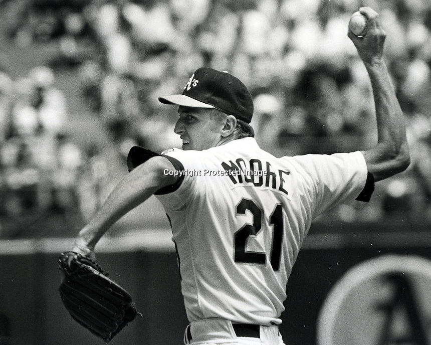 Oakland Athletics pitcher Mike Moore. 1989<br />