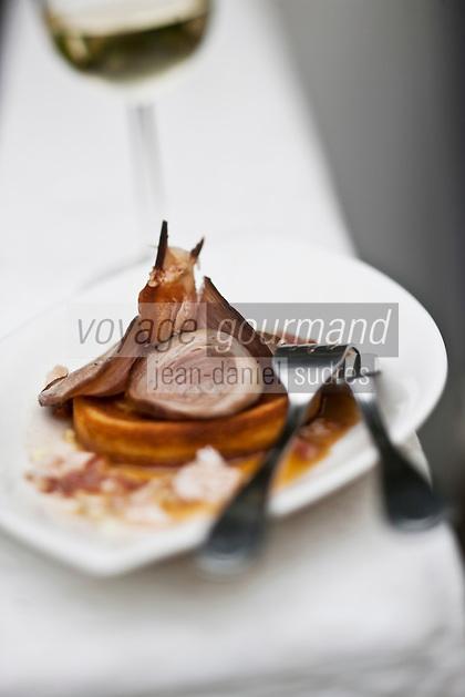 Europe/France/Bretagne/56/Morbihan/ Belle-Ile-en-Mer: - Blinis d'Andouille de Guémené et chair de crabe, au cidre recette de Christophe Didoune de  l'Hotel-Restaurant   Roz-Avel