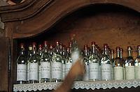 Europe/France/Midi-Pyrénées/46/Lot/Prudhomat: Eau de vie de prune et prunes à l'eau de vie à la distillerie Bergues