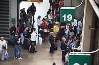 SÃO PAULO, SP, 10.07.2016 - RODOVIÁRIA-TIETÊ - Movimentação de passageiros na rodoviária do Tietê, região norte de São Paulo (SP), neste domingo. (Foto: Yuri Alexandre/Brazil Photo Press)