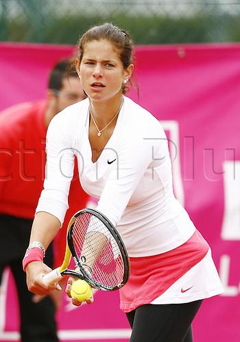 19 05 2010. WTA Womens Open Tennis Strasbourg France.   Juliet Goerges ger serving
