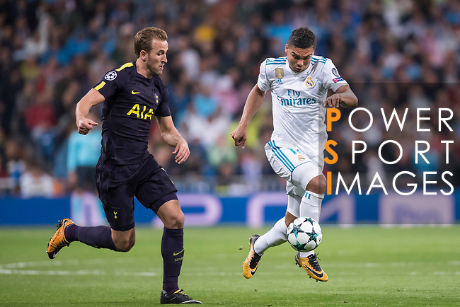 Carlos Henrique Casemiro of Real Madrid (R) fights for the ball with Harry Kane of Tottenham Hotspur FC (L) during the UEFA Champions League 2017-18 match between Real Madrid and Tottenham Hotspur FC at Estadio Santiago Bernabeu on 17 October 2017 in Madrid, Spain. Photo by Diego Gonzalez / Power Sport Images