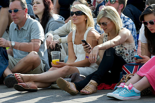 01.07.2011. Wimbledon, London. Mens semi-final day.   The fans on Henman Hill / Murray Mount watch the match Andy Murray GBR (4) v Rafael Nadal ESP (1).   The Wimbledon Tennis Championships held at The All England Lawn Tennis and Croquet Club.  - PHOTO mandatory by-line: Duncan Grove FRPS. WIMBLEDON TENNIS CHAMPIONSHIPS - Day Twelve