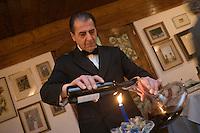 Europe/Italie/Vénétie/Dolomites/Cortina d'Ampezzo: Sommelier au restaurant de lHotel Ancora
