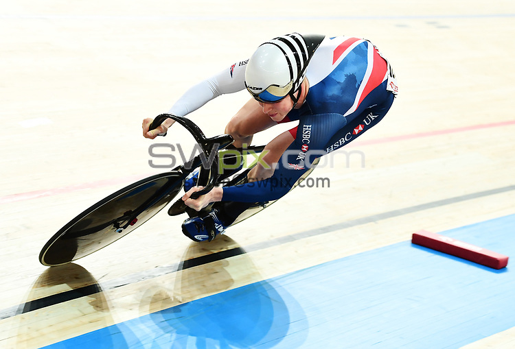 Picture by Alex Broadway/SWpix.com - 05/11/2017 - Cycling - Tissot UCI Track Cycling World Cup - BGZ Arena, Pruszkow, Poland - Joe Truman of Great Britain competes in the Men's Sprint Qualifying.