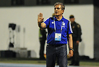 BARRANCABERMEJA - COLOMBIA, 03-04-2019: Jorge Luis Pinto técnico de Millonarios gesticula durante partido por la fecha 13 de la Liga Águila I 2019 entre Alianza Petrolera y Millonarios jugado en el estadio Daniel Villa Zapata de la ciudad de Barrancabermeja. / Jorge Luis Pinto coach of Millonarios gestures during match for the date 13 of the Liga Aguila I 2019 between Alianza Petrolera and Millonarios played at the Daniel Villa Zapata stadium in Barrancabermeja city. Photo: VizzorImage / Jose D Martinez / Cont