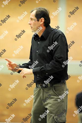 2010-11-13 / Seizoen 2010-2011 / Basketbal / Gembo BBC - BBC Pitzemburg / Coach Alexander Peldic van Gembo...Foto: mpics