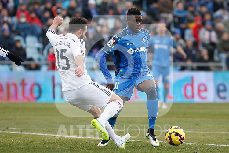 Getafe´s Yoda (R) and Real Madrid´s Daniel Carvajal during La Liga match at Coliseum Alfonso Perez stadium  in Getafe, Spain. January 18, 2015. (ALTERPHOTOS/Victor Blanco)