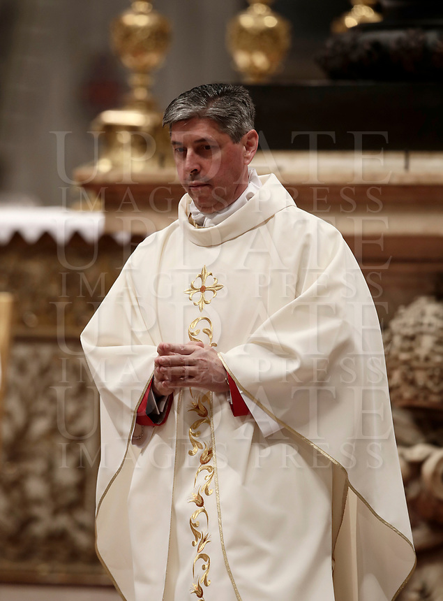 Mons. Jose Avelino Bettencourt durante la sua Ordinazione Episcopale nella Basilica di San Pietro in Vaticano, 19 marzo 2018.<br /> Mons. Jose Avelino Bettencourt  during his Episcopal Ordination conducted by Pope Francis at Saint Peter's Basilica at the Vatican on March 19, 2018. on March 19, 2018. UPDATE IMAGES PRESS/Isabella Bonotto<br /> <br /> STRICTLY ONLY FOR EDITORIAL USE
