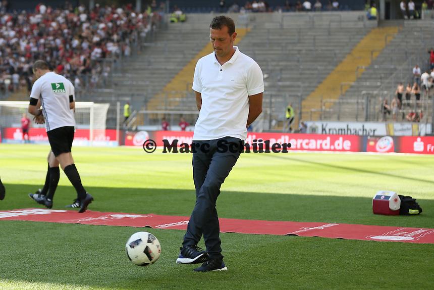 Trainer Markus Weinzierl (FC Schalke 04) - 27.08.2016: Eintracht Frankfurt vs. FC Schalke 04, Commerzbank Arena