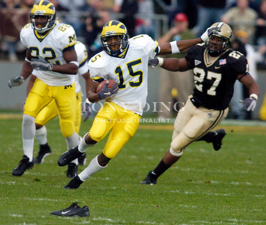 Michigan junior wide receiver Steve Breaston (15) during the Wolverines' 16-14 victory over the Purdue Boilermakers on Saturday, October 23, 2004 in at Ross-Ade Stadium in West Lafayette, Ind. (TONY DING/Daily).