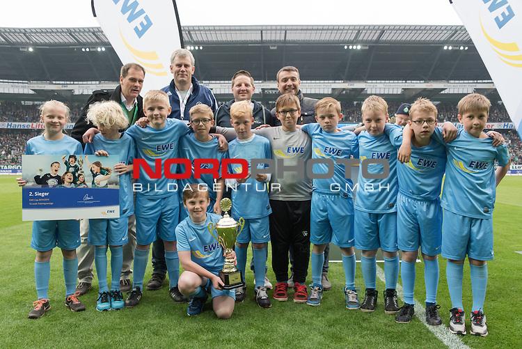 16.05.2015, Weser Stadion, Bremen, GER, EWE CUP 2015 - E Jugend Finale - SG GW Harburg vs SV Holdorf, im Bild<br /> <br /> Platz 2 f&uuml;r den SV Holdorf<br /> <br /> <br /> Foto &copy; nordphoto / Kokenge