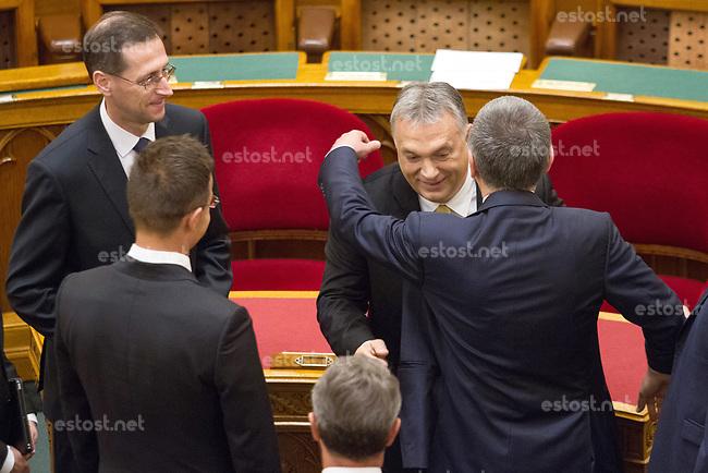 UNGARN, 10.05.2018, Budapest V. Bezirk. Eroeffnungssitzung des neuen Parlaments (4. Kabinett Orb&aacute;n). Fidesz-MP Viktor Orb&aacute;n umarmt L&aacute;szl&oacute; K&ouml;v&eacute;r. Links die Minister Mih&aacute;ly Varga and P&eacute;ter Szijj&aacute;rt&oacute;. | Opening session of the new parliament (4th Orban cabinet). Fidesz PM Viktor Orban hugging Laszlo Kover. To the left ministers Mihaly Varga and Peter Szijjarto.<br /> &copy; Szilard Voros/estost.net