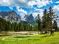 Italy, Veneto, Dolomites, Lago d'Antorno with Cadini Group mountains and summit Cima Cadin di San Lucano   Italien, Venetien, Dolomiten, Lago d'Antorno vor der Cadini-Gruppe mit dem hoechsten Gipfel Cima Cadin di San Lucano