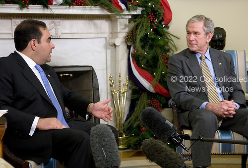 Washington, D.C. - December 16, 2008 -- United States President George W. Bush, right, meets with President Elías Antonio Saca González, of El Salvador, left, in the Oval Office of the White House in Washington, D.C. on Tuesday, December 16, 2008..Credit: Kristoffer Tripplaar-Pool via CNP