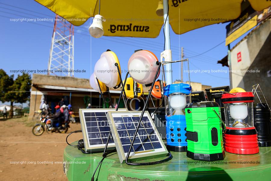 KENYA, Bungoma, solar shop in village Tongare  / KENIA, County Bungoma, Dorf Tongare, Markt mit Sun King Stand fuer Solarpanel und Solarlampen
