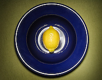 Lemon on a blue plate.