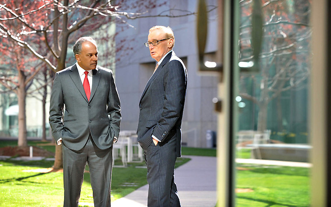 Singapore Foreign Minister Shanmugam speaks with Australian Foreign Affairs Minister Bob Carr at Parliament House Canberra, Monday September 10th 2012. AFP PHOTO / Mark GRAHAM