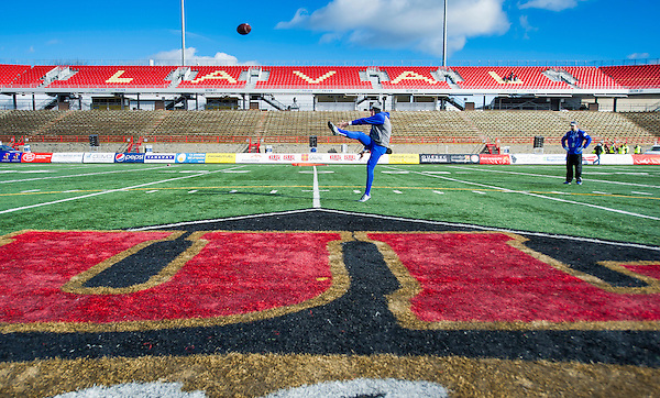 QUEBEC,QC:NOVEMBER 28, 2015 -- Action between the UBC Thunderbirds and the University of Montreal Carabins during the 51st Annual Vanier Cup at Laval University in Quebec, QC, November, 28, 2015. (Rich Lam/UBC Athletics Photo) <br />