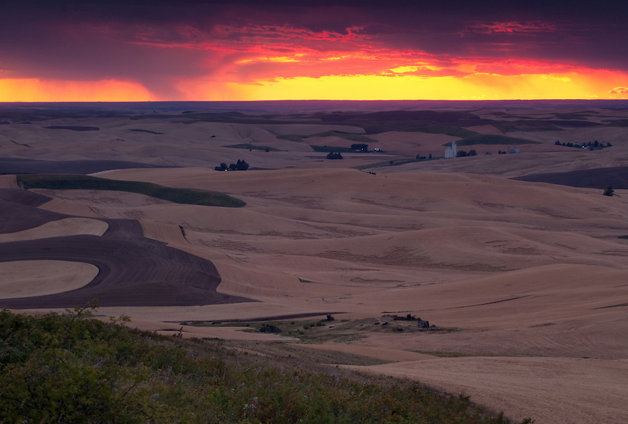 The sun overpowers the clouds near the horizon on this cloudy day in the Washington Palouse.