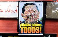 SAO PAULO SP, 06 MARCO 2013 - HOMENAGEM HUGO CHAVES - Homenagens a Hugo Chávez são vistas na manhã desta quarta-feira (6), na entrada de um teatro e na Praça Roosevelt em São Paulo (SP). O presidente da Venezuela Hugo Chávez morreu nesta terça-feira (5). (FOTO: ADRIANO LIMA / BRAZIL PHOTO PRESS).