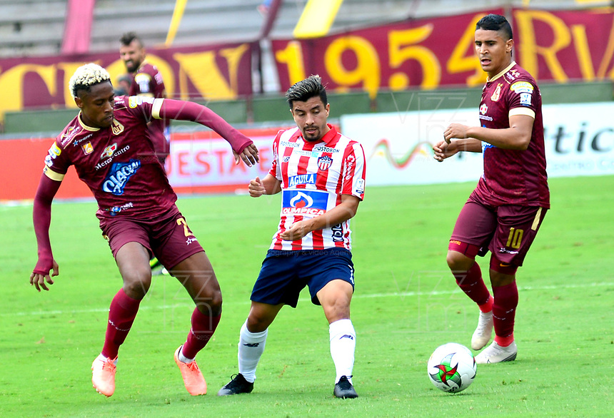 IBAGUE-COLOMBIA, 23-02-2020: Omar Albornoz, Daniel Cataño de Deportes Tolima y Sherman Cardenas de Atletico Junior disputan el balon durante partido entre Deportes Tolima y Atletico Junior, de la fecha 6 por la Liga BetPlay DIMAYOR I 2020, jugado en el estadio Manuel Murillo Toro de la ciudad de Ibague. / Omar Albornoz, Daniel Cataño of  Deportes Tolima and Sherman Cardenas of Atletico Junior vie for the ball during a match between Deportes Tolima and Atletico Junior of the 6th date for the Liga BetPlay DIMAYOR I 2020, played at Manuel Murillo Toro stadium in Ibague city. / Photo: VizzorImage / Juan Carlos Escobar / Cont.