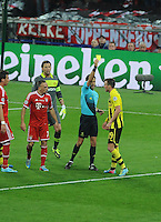25.05.2013 London, England. The referee shows a yellow card to Kevin Grosskreutz of Borussia Dortmund during the 2013 UEFA Champions League Final between Bayern Munich and Borussia Dortmund from Wembley Stadium. Picture Credit: Tommy Grealy/actionshots.ie