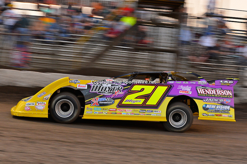 Feb 20, 2014; 6:06:45 PM;  Barberville, FL, USA;  World of Outlaws Late Model Series for 43rd Annual DIRTcar Nationals presented by Summit Racing Equipment at Volusia Speedway Park.  Mandatory Credit: (thesportswire.net)