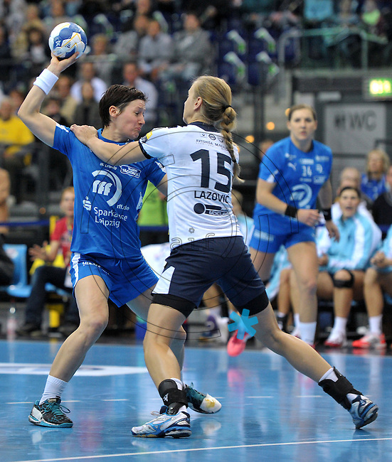 Handball Frauen Champions League 2013/14 - Handballclub Leipzig (HCL) gegen RK Krim Ljubljana am 13.10.2013 in Leipzig (Sachsen). <br /> IM BILD: Anne Müller / Mueller (HCL) gegen Barbara Lazovic-Varlec (Krim) <br /> Foto: Christian Nitsche / aif