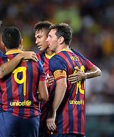FUSSBALL  INTERNATIONAL   SAISON 2011/2012   02.08.2013 Gamper Cup 2013 FC Barcelona - FC Santos JUBEL Barca; Lionel Messi (re) umarmt von Neymar (Mitte)