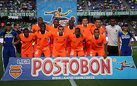 CALI -COLOMBIA-01-11-2014. Jugadores del  Envigado FC posan para una foto previo al encuentro con  Deportivo Calipor la fecha 17 de la Liga Postobón II 2014 jugado en el estadio Pascual Guerrero de la ciudad de Cali./ Envigado FC players pose to a poto prior the match against Deportivo Cali for the 17th date of Postobon League II 2014 played at Pascual Guerrero stadium in  Cali city.Photo: VizzorImage/ Juan C. Quintero /STR