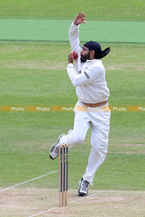 Monty Panesar in bowling action for Essex - Hampshire CCC vs Essex CCC - LV County Championship Division Two Cricket at the Ageas Bowl, West End, Southampton - 17/06/14 - MANDATORY CREDIT: Gavin Ellis/TGSPHOTO - Self billing applies where appropriate - 0845 094 6026 - contact@tgsphoto.co.uk - NO UNPAID USE