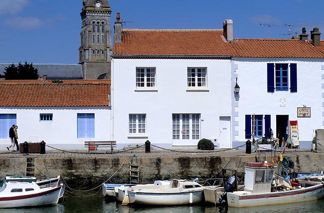 France, Vendee. Ile de Noirmoutier, maisons sur le quai de Noirmoutier-en-l'Ile *** Houses of Noirmoutier-en-l'Ile, Noirmoutier island, Vendee, France
