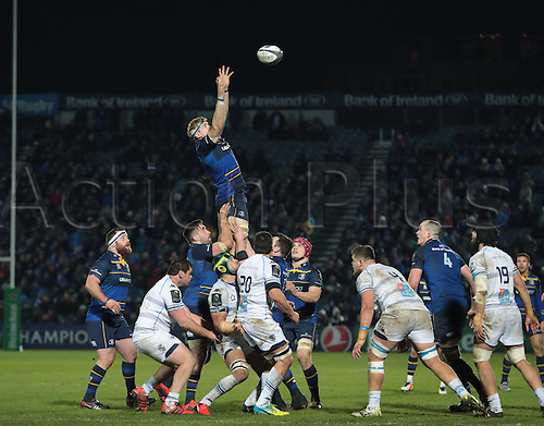 13.01.2017. RDS Arena, Dublin, Ireland. European Champions Cup Rugby. Leinster versus Montpellier.<br /> Jamie Heaslip (Leinster) gathers clean lineout ball.