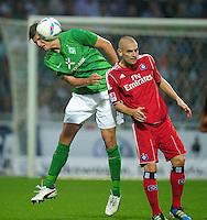 FUSSBALL   1. BUNDESLIGA   SAISON 2011/2012    5. SPIELTAG SV Werder Bremen - Hamburger SV                         10.09.2011 Sebastian PROEDL(li, Bremen) gegen Mladne PETRIC (re, Hamburg)