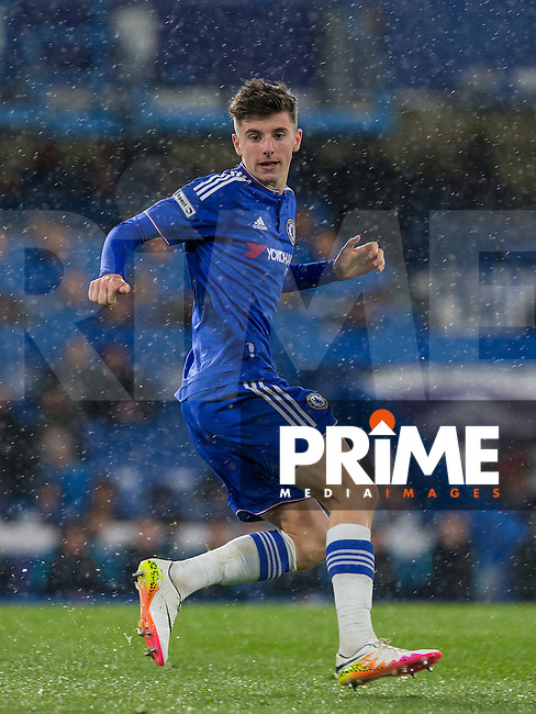 Mason Mount of Chelsea U18 during the FA Youth Cup FINAL match between Chelsea U18 and Man City U18 at Stamford Bridge, London, England on 27 April 2016. Photo by Andy Rowland.