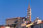 St. Gerog Kirche, St, Gerorg church, Piran, Slovenija, Piran, Slowenien, Piran (italienisch Pirano) ist eine Stadt im äußersten Südwesten Sloweniens an der Küste des Adriatischen Meeres. Mit ihrer malerischen Lage, ihrer Altstadt und venezianischen Architektur ist die Stadt an der Slowenischen Riviera eines der bekanntesten Touristenzentren Sloweniens. Piran (Italian Pirano) is a town and municipality in southwestern Slovenia on the Adriatic coast along the Gulf of Piran.