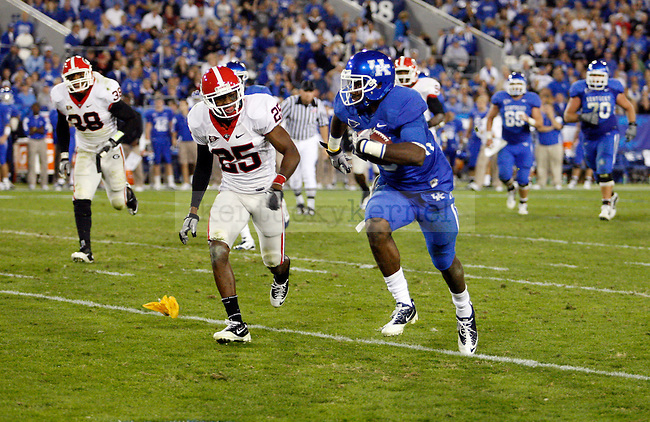 Chris Matthews runs down the line to score a touchdown in the second half of UK's 31-44 loss to Georgia on Sat. Oct. 23, 2010. Photo by Britney McIntosh | Staff