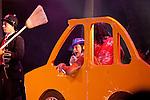 Europa, DEU, Deutschland, Nordrhein Westfalen, NRW, Rheinland, Niederrhein, Duesseldorf, Roncallis Apollo Variete, Show Crazy City, Rob Torres, Comedy, Kategorien und Themen, Menschen, Mensch, Personen, Person, Menschenfotos, People, ....[Fuer die Nutzung gelten die jeweils gueltigen Allgemeinen Liefer-und Geschaeftsbedingungen. Nutzung nur gegen Verwendungsmeldung und Nachweis. Download der AGB unter http://www.image-box.com oder werden auf Anfrage zugesendet. Freigabe ist vorher erforderlich. Jede Nutzung des Fotos ist honorarpflichtig gemaess derzeit gueltiger MFM Liste - Kontakt, Uwe Schmid-Fotografie, Duisburg, Tel. (+49).2065.677997, ..archiv@image-box.com, www.image-box.com]