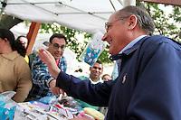 SAO PAULO, SP, 12 DE MAIO DE 2012 - O Governador Geraldo Alckmin participa neste sábado 12 de maio, da VII Feira de Saúde Mental e Economia Solidária, no  Parque Mario Covas, na Av Paulista, SP. (FOTO: GEORGINA GARCIA / BRAZIL PHOTO PRESS).