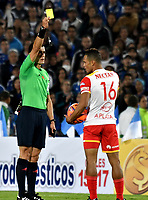 BOGOTA - COLOMBIA - 19-03-2017: Andres Rojas (Izq.),  arbitro, muestra tarjeta amarilla a Anderson Plata (Der.) jugador del Independiente Santa Fe, durante partido de la fecha 10 entre Millonarios y el Independiente Santa Fe, por la Liga Aguila I-2017, jugado en el estadio Nemesio Camacho El Campin de la ciudad de Bogota. / Andres Rojas (L), referee, shows yellow card to Anderson Plata (R), player of Independiente Santa Fe, during a match of the date 10 between Millonarios and Independiente Santa Fe, for the Liga Aguila I-2017 played at the Nemesio Camacho El Campin Stadium in Bogota city, Photo: VizzorImage / Luis Ramirez / Staff.