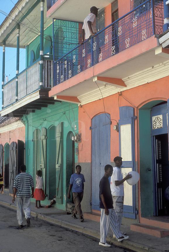 AJ2287, Haiti, Caribbean, Pastel painted walls on colonial houses in the city of Cap-Haitian in Haiti.