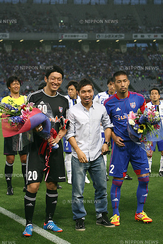 (L-R) Shuichi Gonda (FC Tokyo), Yuto Nagatomo, Yuhei Tokunaga (FC Tokyo), JULY 7, 2012 - Football / Soccer : Shuichi Gonda and Yuhei Tokunaga of FC Tokyo receive bouquets of flowers from Yuto Nagatomo before the 2012 J.League Division 1 match between F.C.Tokyo 3-2 Gamba Osaka at Ajinomoto Stadium in Tokyo, Japan. (Photo by AFLO)