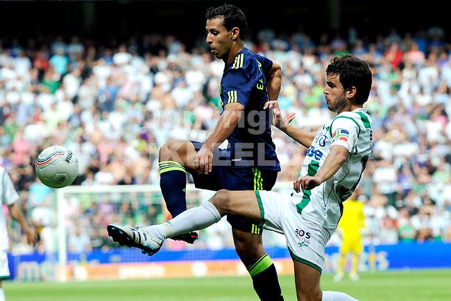 voetbal fc groningen - ajax  eredivisie seizoen 2010-2011 08-08-2010 mounir el hamdaoui met koen van der laak.