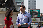 © Joel Goodman - 07973 332324 . 09/06/2016 . Manchester , UK . ANDY BURNHAM MP for Leigh and candidate for Labour's campaign for Greater Manchester Mayor , campaigning for Britain to Remain in the EU in Piccadilly Gardens in Manchester City Centre . Photo credit : Joel Goodman