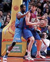 Asefa Estudiantes' Lamont Barnes (l) and FC Barcelona Regal's Ante Tomic during Liga Endesa ACB match.January 13,2012. (ALTERPHOTOS/Acero)