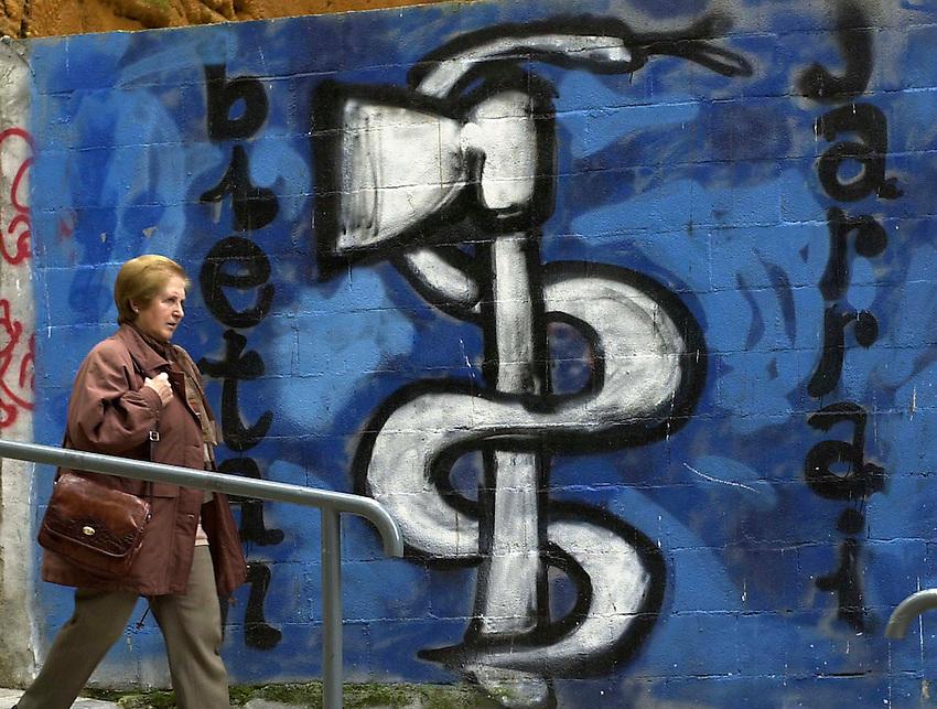 2001-4-24, Eibar..ETA graffiti in the Basque village of Eibar..Argazkia/Photo. Ander Gillenea