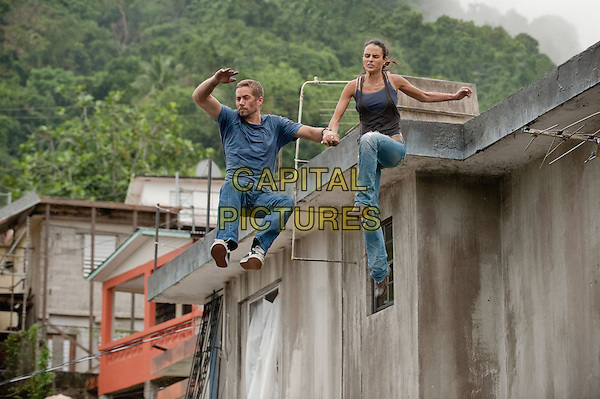 PAUL WALKER & JORDANA BREWSTER.in Fast Five.*Filmstill - Editorial Use Only*.CAP/FB.Supplied by Capital Pictures.